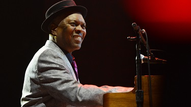 Booker T. Jones plus Ruthie Foster featuring DOXA Gospel Ensemble